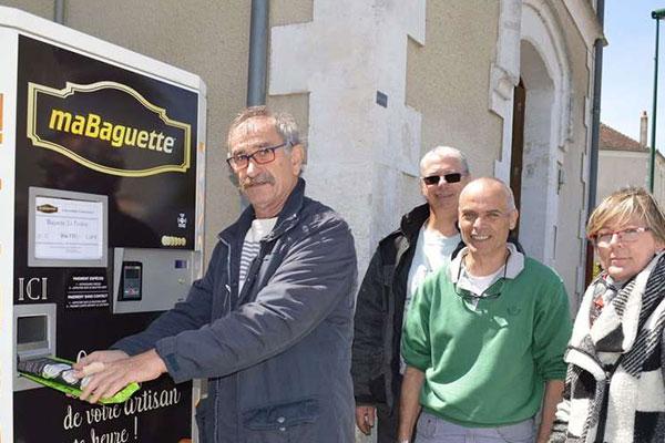 Distributeur de baguettes installé à Saint-Priest-Les-Fougères