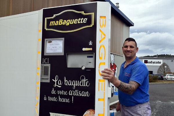 Distributeur de baguettes de pain installé dans le Puy-de-Dôme