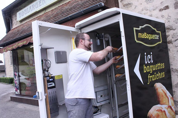 Distributeur de baguettes de pain installé à Valframbert