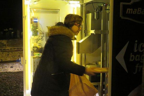 Distributeur automatique de pain installé à Neufbosc