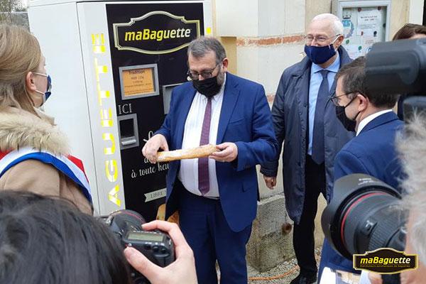 Visite du secrétaire d'Etat distributeur automatique maBagette