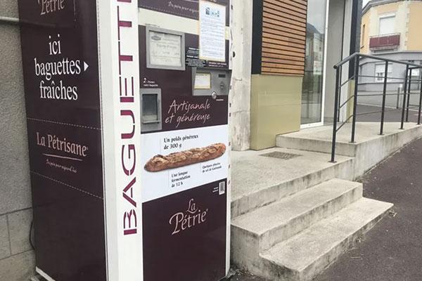 Distributeur de baguettes de pain en Mayenne